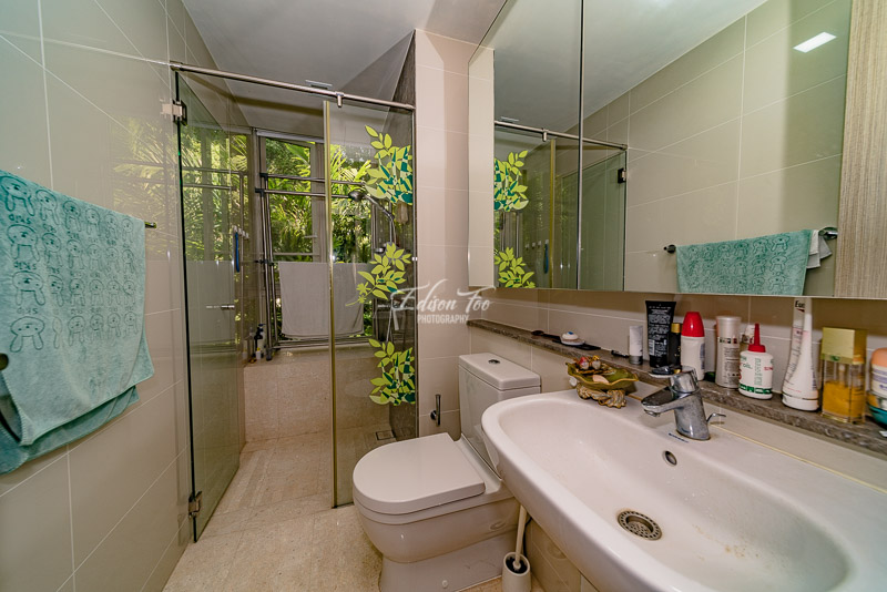 Flamingo Valley Common Bathroom